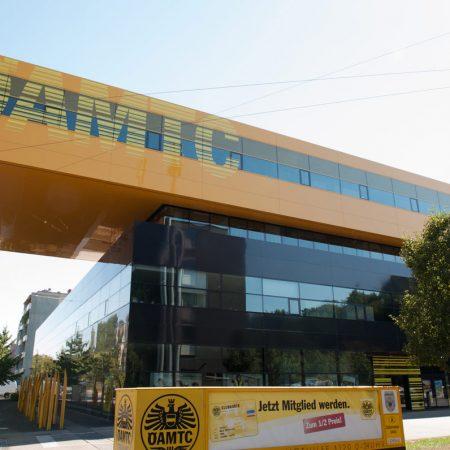 Alu-Glas-Fassade augeführt von Firma Linzner für den ÖAMTC in Linz