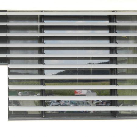 Beschattungssystem aus starren SWEL Profillamellen,, Bauherr: Berger Schinken, Architekturbüro: BAUMANN/GLAS/1886 GmbH