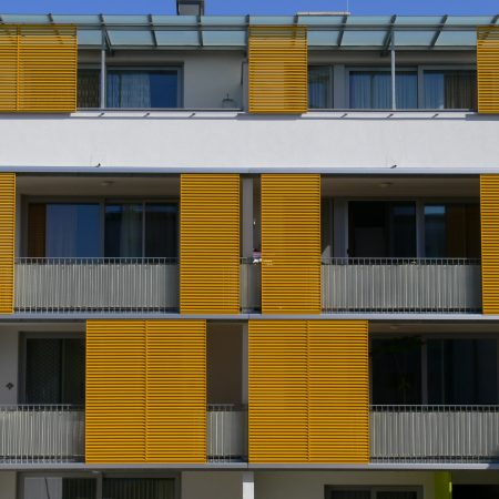 Solarwings Schiebeläden mit Aluminium Z-Metall, Bauherr: Dipl. Ing. Walter Deschka, Architekt: Dipl. Ing. Walter Deschka