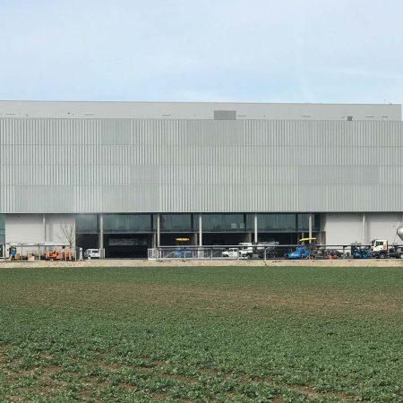 Blech-Fassade bei TGW Marchtrenk ausgeführt von Firma Linzner.