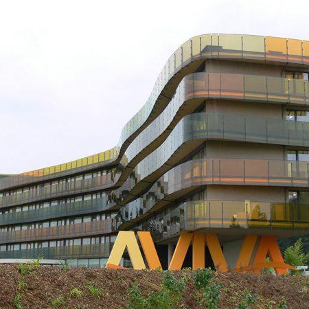 Fassade aus Glas und Stahl am Hotel Aviva in Oberösterreich, ausgeführt von der Firma Linzner