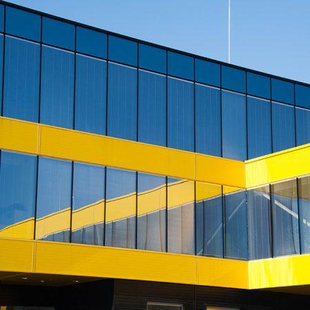 Alu-Glas-Fassade ausgeführt von Firma Linzner für Gföllner Fahrzeugbau und Containertechnik GmbH