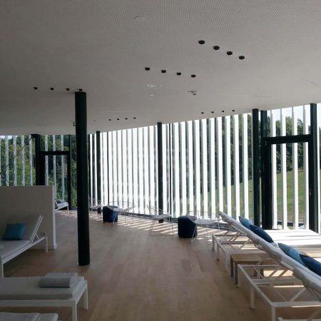Fassade aus starren Alulamellen, Bauherr: Thermenhotel Stoiser, Architekturbüro: Eder.Arch ZT GmbH