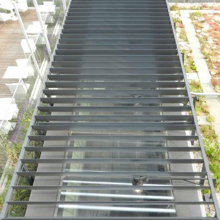 Beschattungssystem am Dach des Musiktheaters Linz, drehbar, aus SWEL Profillamellen, Bauherr: Landestheater Linz, Architekturbüros: Terry Pawson Architects