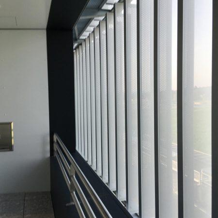 Lamellensystem zur Beschattung, drehbar, aus Lochblech, Archtitekturüro Harmach Ziviltechniker GmbH, Bauherr: TGW Logistics Marchtrenk