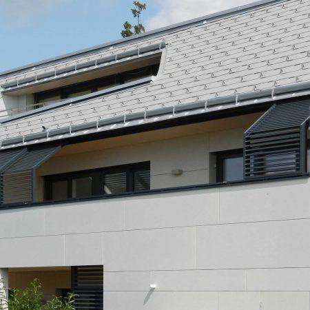 Solarwings Schiebeladen-Beschattungssystem aus Lamellen, ausgeführt von der Firma Linzner.