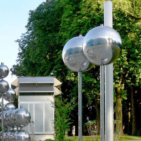 Kunstprojekt aus Stahl-Kugeln gefertigt von Firma Linzner, künstlerische Gestaltung von Prof. Mag. Gsöllpointner