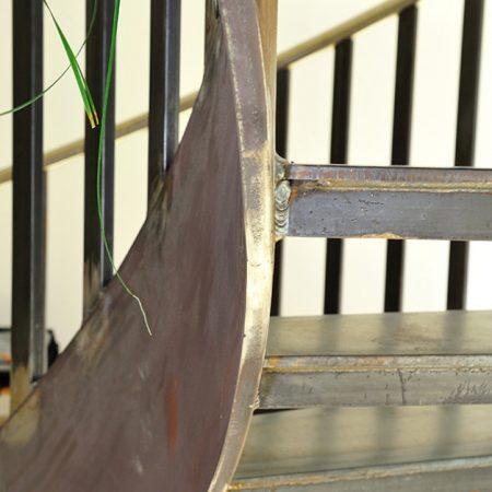 Stahl-Wendeltreppe für die Volksschule Haibach, ausgeführt von Firma Linzner