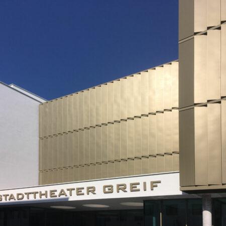 Solarwings Lamellensystem, Blechlamellen drehbar aus Alu Lochblech am Greif Stadttheater